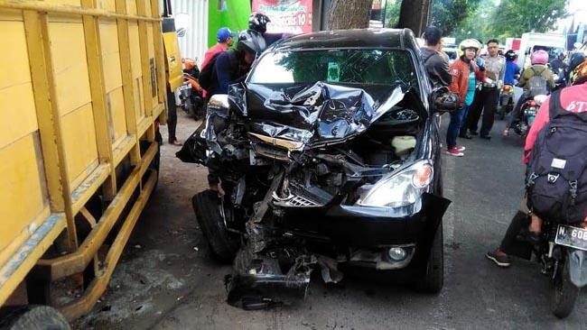 Kapolsek Wajak Kecelakaan, Avanza Adu Moncong Lawan Truk