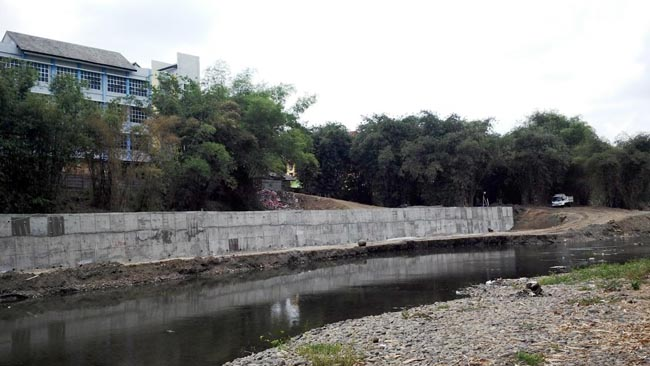 Plengsengan Sungai Bedadung Terancam Dibongkar