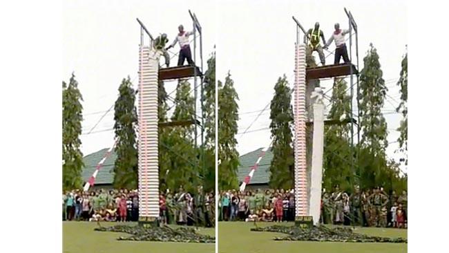 DAHSYAT: Anggota MP Arhanudri 2/2 Kostrad saat mematahkan hebel rangkap 37. (repro/yan)