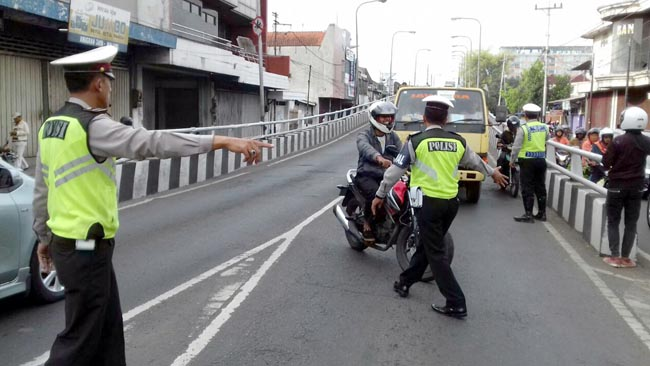 Satlantas Polres Malang Kota Gelar Gakkum, Anggota Polri pun Ditilang