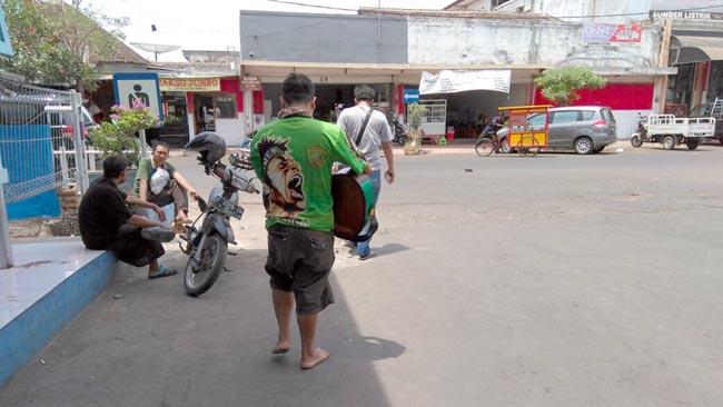 YN saat dibawa Tim Resmob Polres Situbondo (riy)