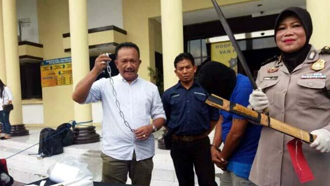 Nagih Hutang, Debt Collector Bawa Sajam Sambil Marah-marah