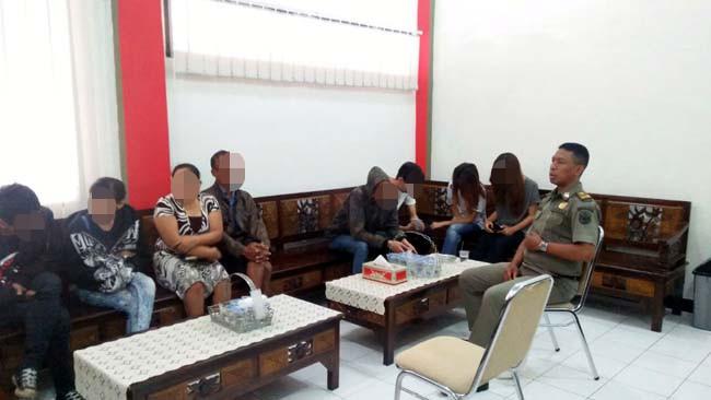 Pol PP Kota Blitar Amankan 8 Pasangan Mesum