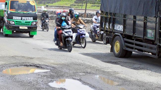 Banjir Porong Surut, Jalan Utama Dipenuhi Lubang Menganga