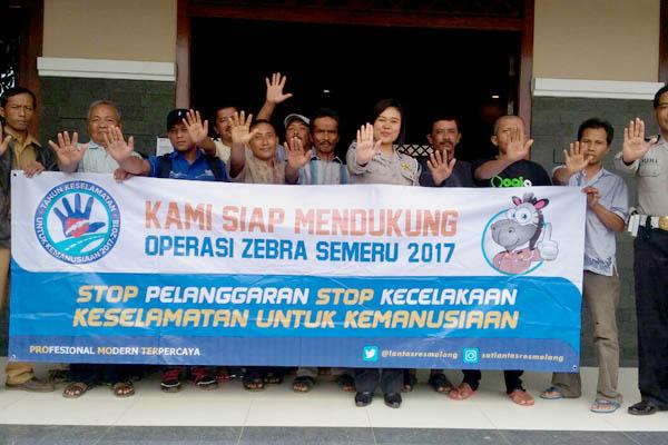 Dikyasa Polres Malang Sosialisasi OZS ke Pemohon SIM di Turen