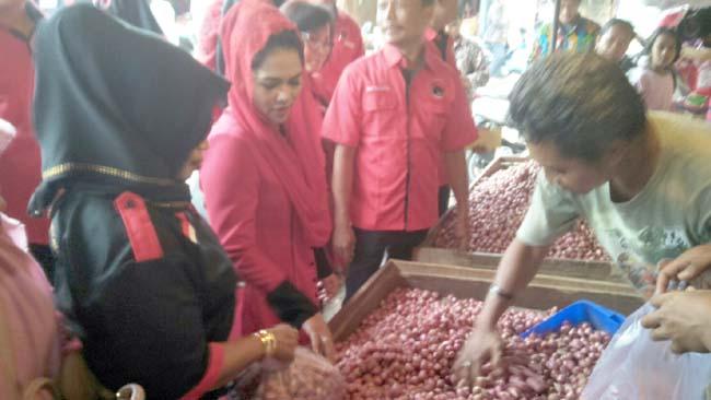 Puti Guntur Soekarno Sambangi Pasar Tradisional dan Ponpes Ibnu Sina di Genteng