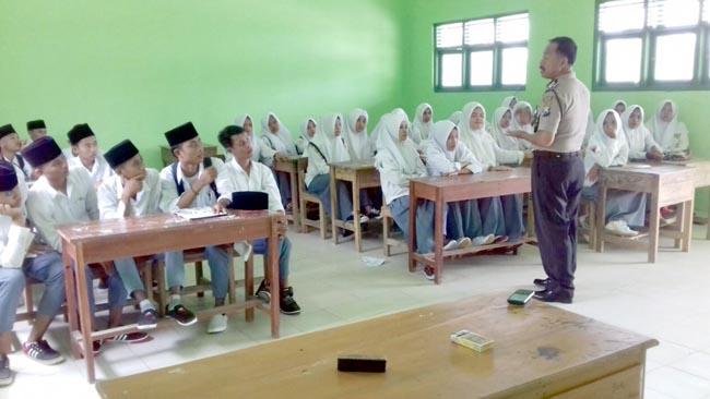 Polisi Bangkalan Datangi Sekolah-sekolah Pedesaan