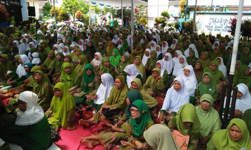 HADIR: Ratusan tamu undangan hadir dalam resepsi Harlah(Hari Lahir) Muslimat NU Ke 72 yang digelar di pendopo Kecamatan Singosari