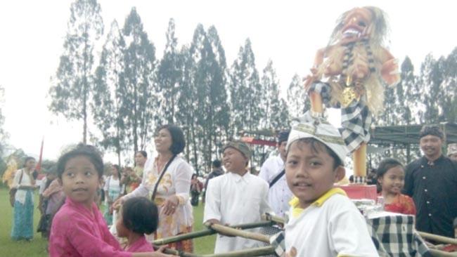 Peringati Hari Raya Nyepi, Umat Hindu Malang Raya Arak Ogoh-ogoh