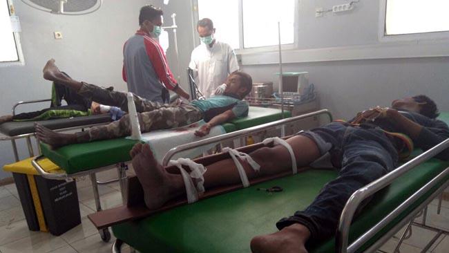 4 Pekerja saat mendapatkan perawatan intensif di ruang ICU RSUD Abdoer Rahem Situbondo.(im)