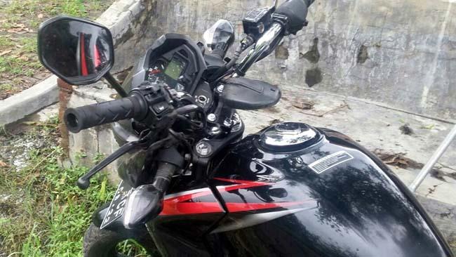 Honda Megapro,milik korban Yudi Prasetyo kondisi rigsek dibagian depan. (gus)