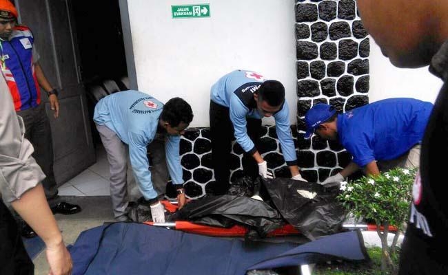 EVAKUASI : evakuasi di stasiun Ngebruk. (Foto Humas Polres Malang)