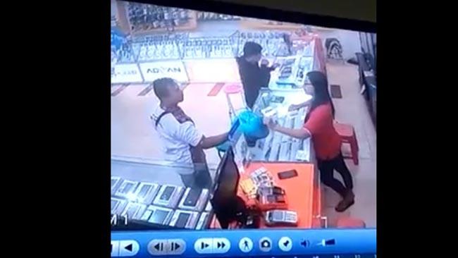 Detik-detik Aksi Pencuri Terekam Kamera CCTV di Situbondo