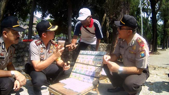 Antisipsi UPAL, Polres Gresik Cek Jasa Penukaran Uang