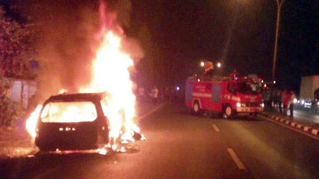 Mobil Terbakar, Sopir dan Penumpang Selamat