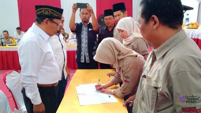 Rekapitulasi Pilgub di KPU Blitar, PPK Minta Maaf ke Tim Paslon