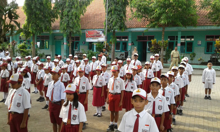 Babinsa Koramil 0815/01 Prajurit Kulon Beri Wawasan Kebangsaan