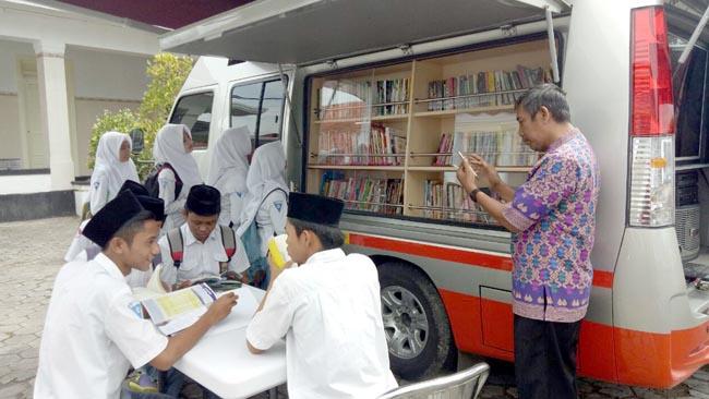 Mobil KaCa UMM Sebarkan Semangat Literasi