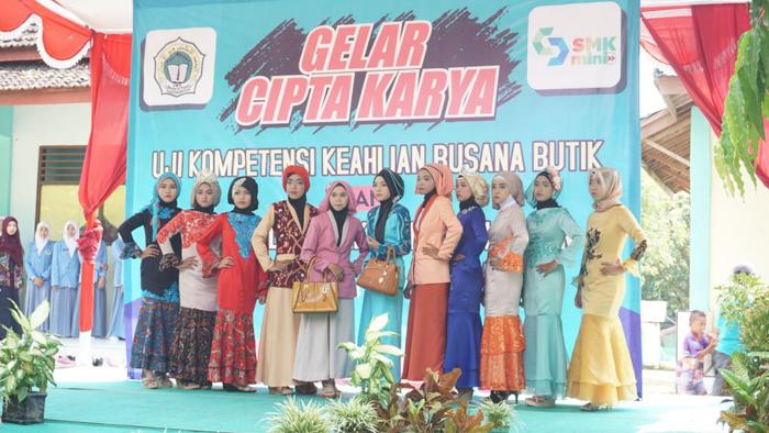 Gaet Siswa Baru, SMK Mamba'ul Ihsan Gear Fashion Show Pelajar