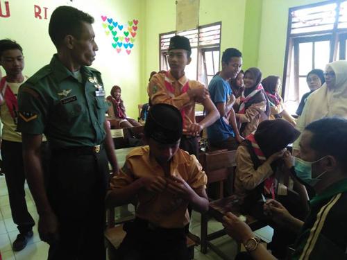 Pelaksanaan ORI Difteri Tahap II di Sooko Didampingi Babinsa