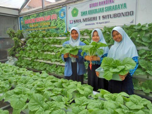 Siswa SMAN 1 Situbondo Ajak Anak Muda Jadi Petani Modern