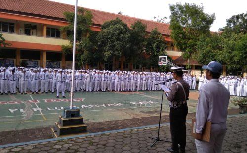 Unit Turjawali Polres Malang  Ajak Kaum Millenial SMAN 01 Singosari Peduli Keselamatan Berlalulintas