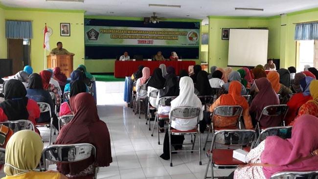 Dinkop dan UM Kabupaten Blitar Gelar Pelatihan Batik dan Tas Tali Kur