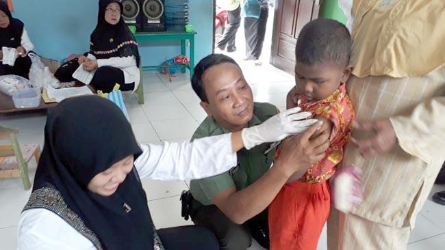 Bantu Kelancaran Imunisasi Difteri, Koramil 0815/11 Pungging Kerahkan Babinsa