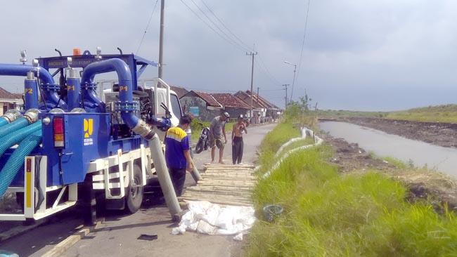 Dua Mesin Pompa Atasi Banjir Desa Gempolsari