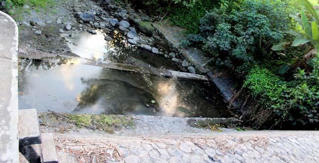 Akibat perubahan cuaca, beberapa sungai di Blitar debet airnya mulai surut