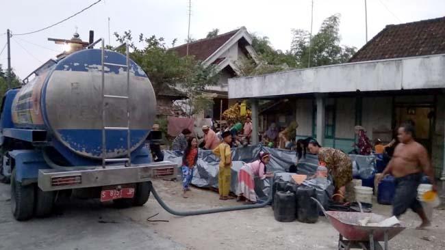 20 Desa dari 9 Kecamatan Kekeringan, BPBD Lamongan Droping 99 Tangki Air