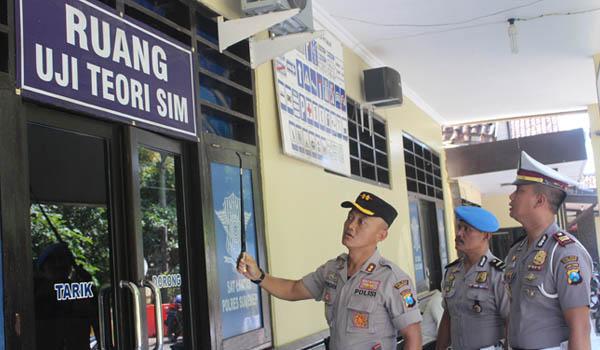 Kapolres AKBP Pinora Lakukan Cek Kesiapan Pelayanan Pemohon SIM