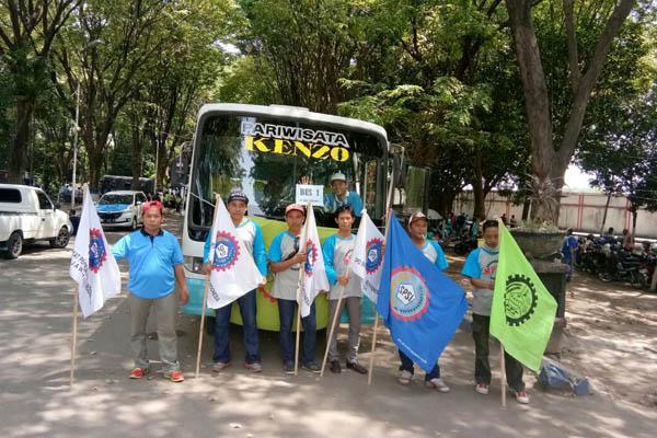 Berangkat Berunjuk Rasa, Ribuan Buruh Kumpul di Stadion Gajah Mada Mojosari