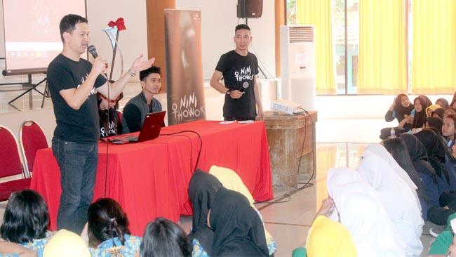Kenalkan Legenda Nini Thowok Melalui Film, Kru dan Pemain Roadshow ke Beberapa Sekolah