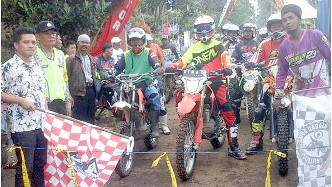 Ratusan Anggota Komunitas Trail Malang Raya Gelar Adventure di Gedangan