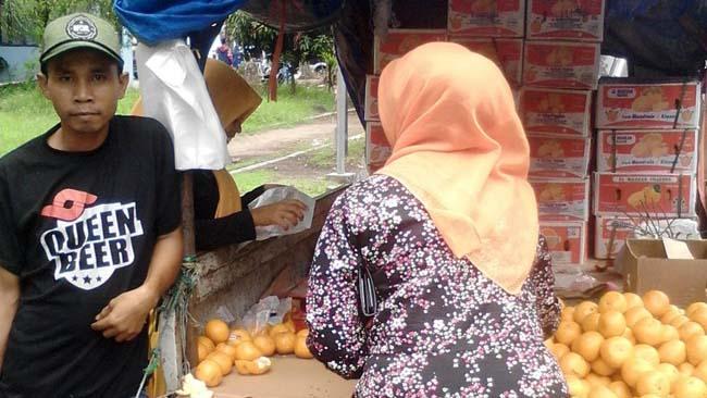 Hemat, PKL Buah Taman Pinang Bisa Berhaji