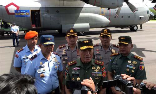 PANGDIVIF :Pangdivif 2 Kostrad Mayjen TNI Agus Suhardi saat memberikan keterangan pers di hadapan rekan rekan media dalam kegiatan Malang Peduli Asmat