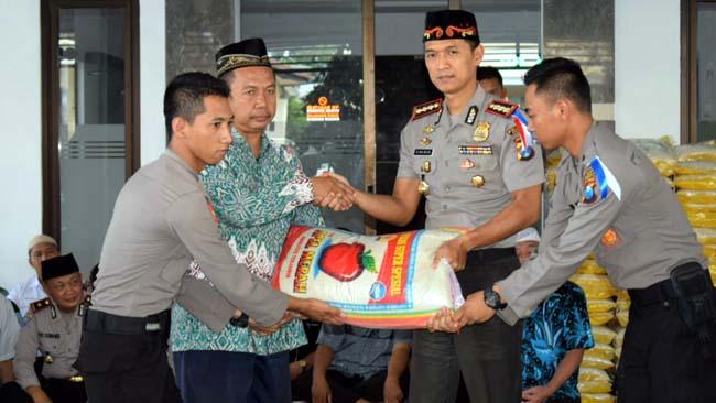 Polresta Sidoarjo Salurkan Zakat Untuk 995 Fakir Miskin dan Yatim Piatu