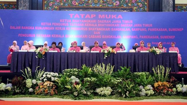 Kunjungan Kerja, Ketua Bhayangkari Jatim Disuguhi Khas Pulau Madura