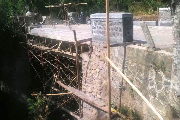 Komisi D Soroti Pembangunan Jembatan di Desa Sumbersekar-Dau Tanpa Papan Nama