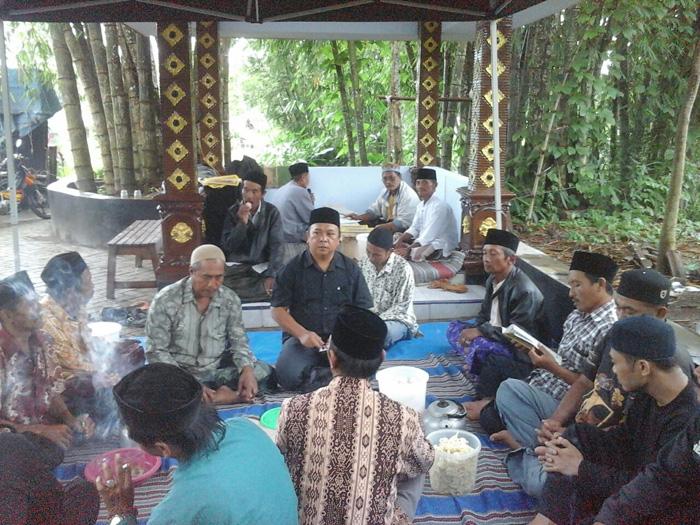 Ratusan Warga Desa Tumpuk Renteng, Peringati Maulid Nabi di Makam Mbah Keti
