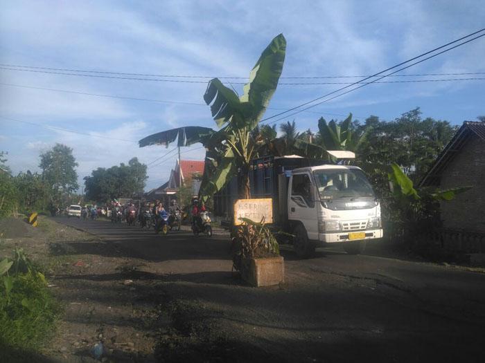 Jalan Raya Jarit Candipuro Rusak Parah, Sudah Banyak Makan Korban