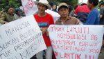 Pelantikan Perangkat Desa Nanggungan Didemo Warga