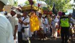 Ratusan Umat Hindu Upacara Melasti di Pantai Paseban