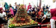 Tumpeng Ketupat Coklat, Warnai Tradisi Kupatan di Blitar